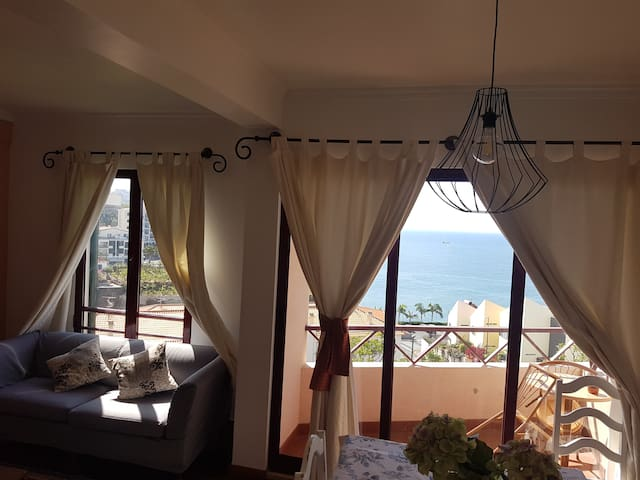 View and Sea Apartment: Safe and Clean