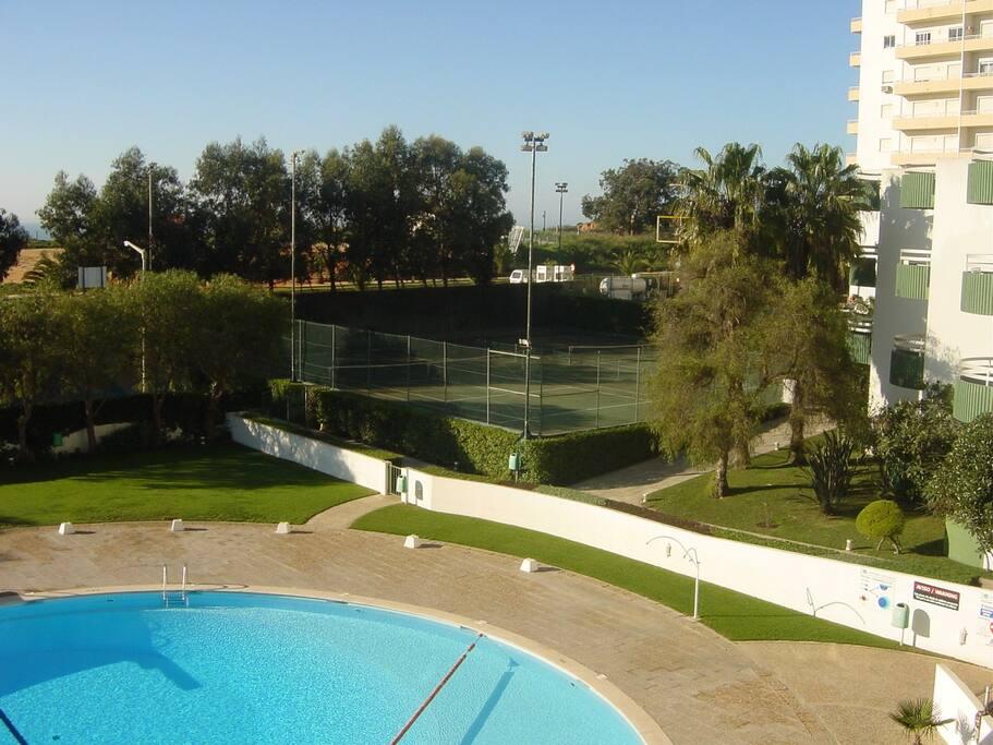 Jardins e courts de ténis