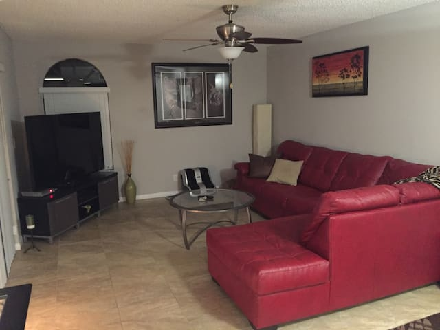 "3 bedroom 3 bath with 72"" tv & private large patio - Delray Beach - House"