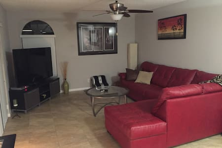 """3 bedroom 3 bath with 72"""" tv & private large patio - Delray Beach - Σπίτι"""