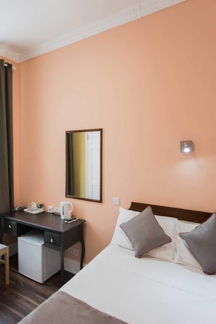 OYO Grantly Hotel, Standard Double Room