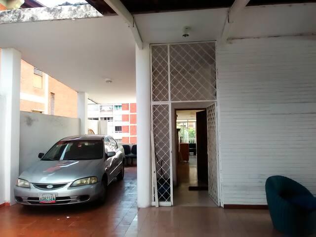 Quedate con nosotros y Vive Caracas!