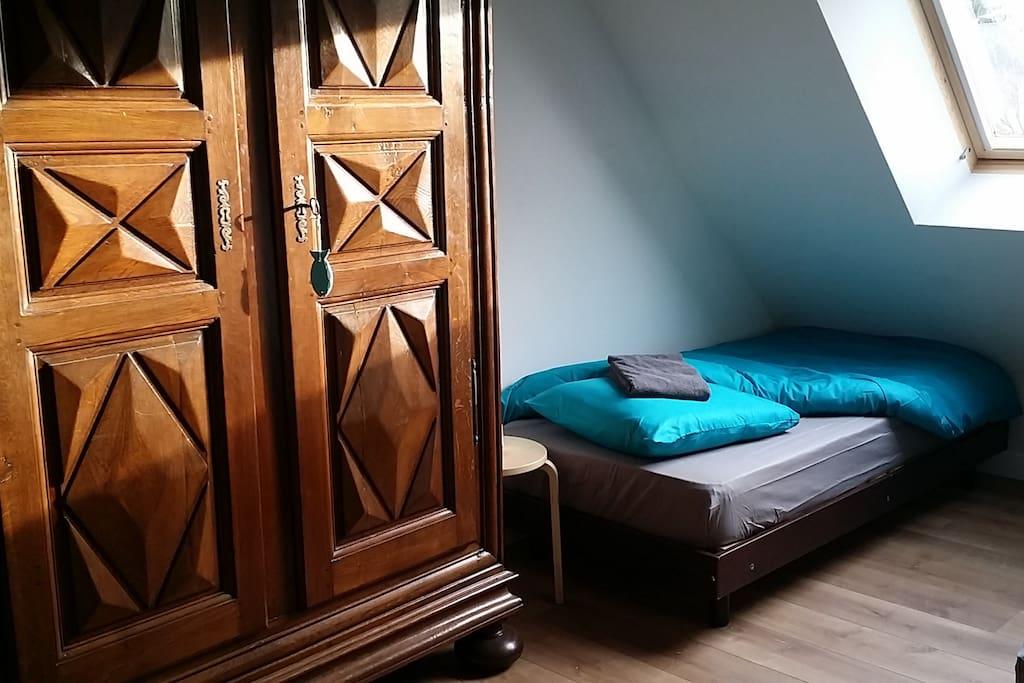 Chambre étage : 3 lits