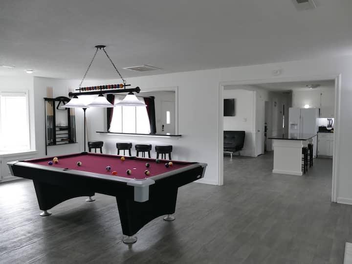 Parker Place-Entire House Cozy, Comfortable, Clean