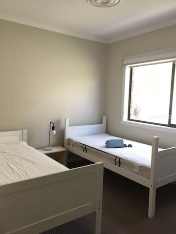 Shared room for lease in Warrigal!!