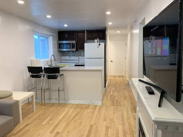 Condo Style Airbnb *Close To Downtown Montreal*