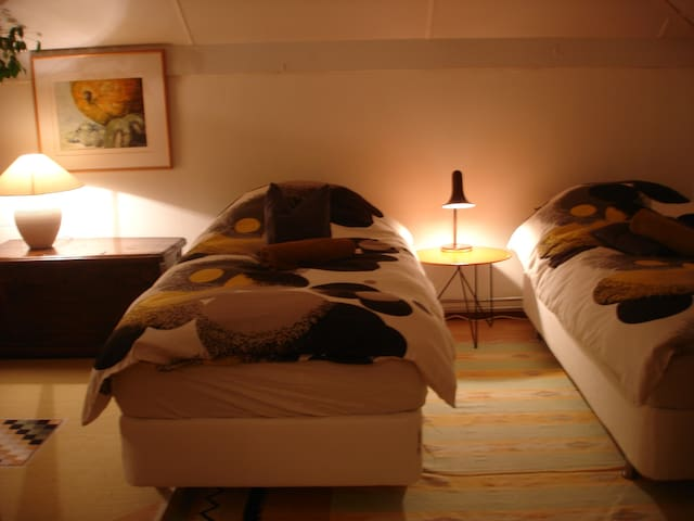 Spacious Room+Bathroom, (breakfast € 6,-)***** - Houten