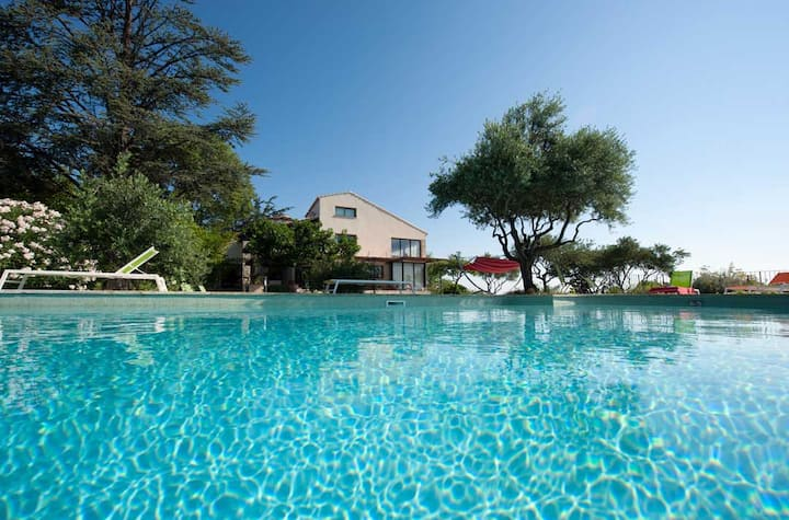 Villa 10min from Avignon up to 16 people