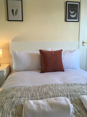 5 mins from Airport - Paisley Central
