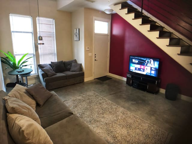 Perfect Midtown Loft! Walking Distance to Stadium!