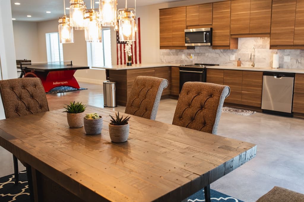 Full kitchen, bar, and dining set