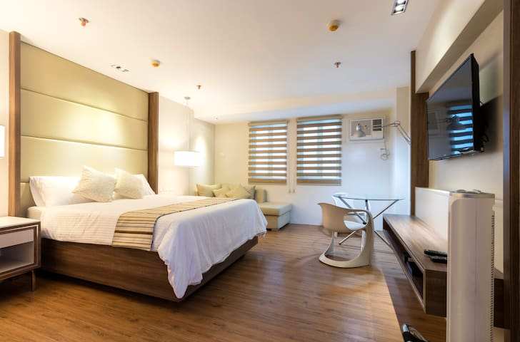 Cozy and spacious room with nice ambiance for guests to feel relax