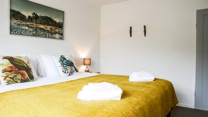 Super-King or Twin guest house at Rowi Hill