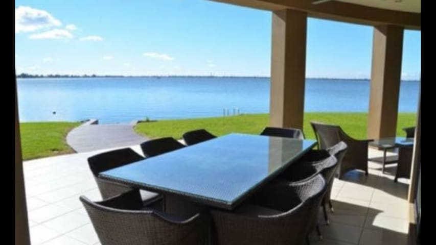 View of Lake Mulwala in ur backyard!