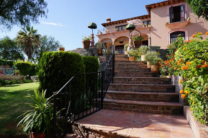 Villa Sylvia - Magnificent Views of San Miguel