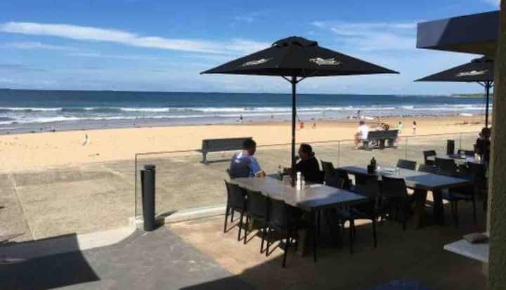 BEACHFRONT STUDIO -  THIRROUL BEACH (NSW)