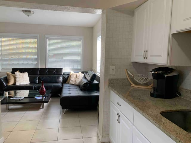 2 BR/1 Bath Downtown FLL/Las Olas (Sailboat Bend)
