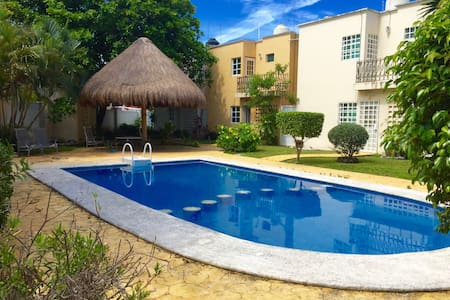 Large private room in best location downtown - Cancún - Casa