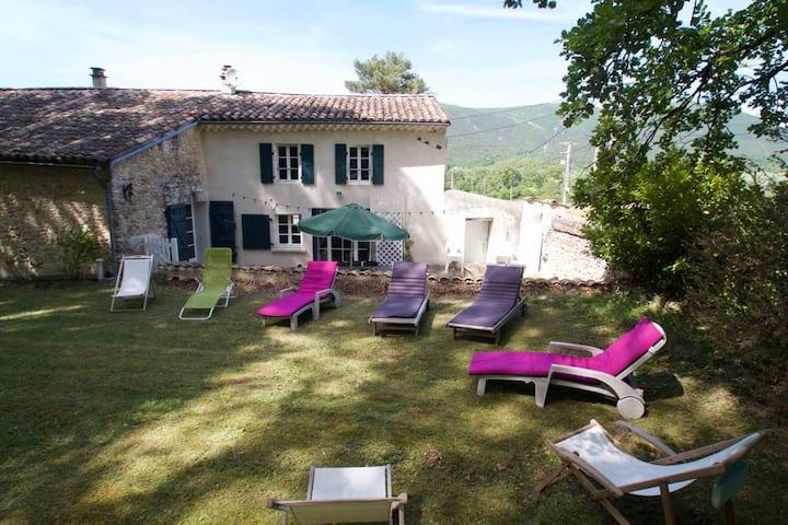 Petit mas bucolique en Drôme provençale Gite 3***