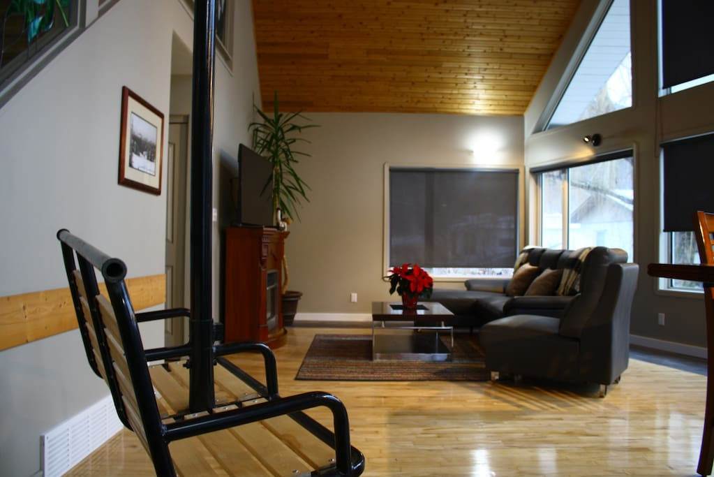 Stoked Powder Chalet - Living Room