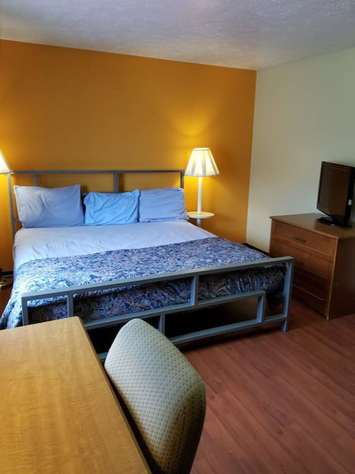 One Bedroom King Apt Clean Quiet And Comfortable Apartments For Rent In Canton Ohio United