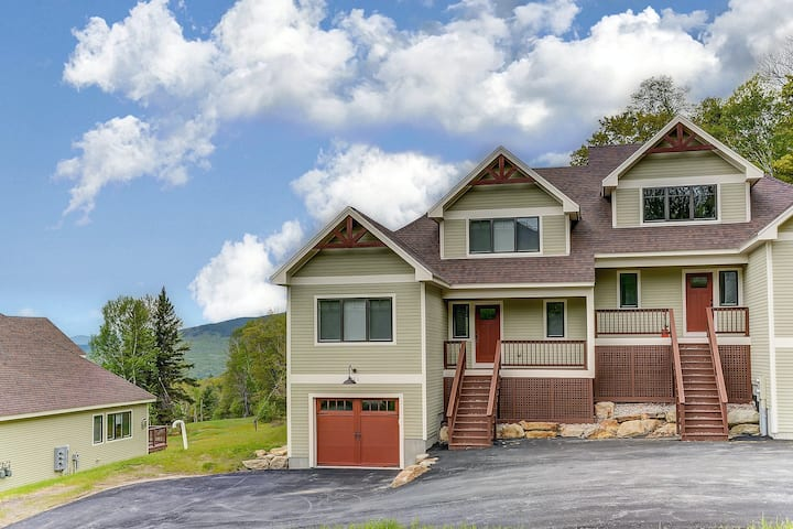 New slopeside home at Black Mountain w/ mountain views, AC, deck, grill & WiFi!