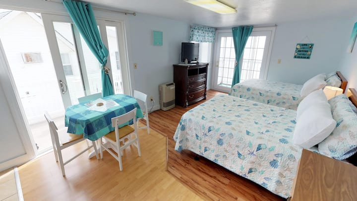 Ocean Front 3rd floor Motel Room #13 Sleeps 4