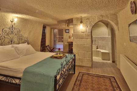 Jacob's Cave Suites - Bed & Breakfast