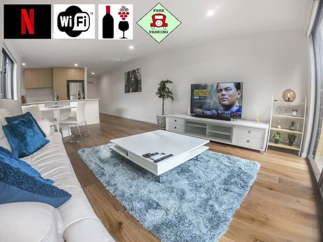 1 Bdrm Close Airport/Shops, WIFI, NETFLIX, PARKING
