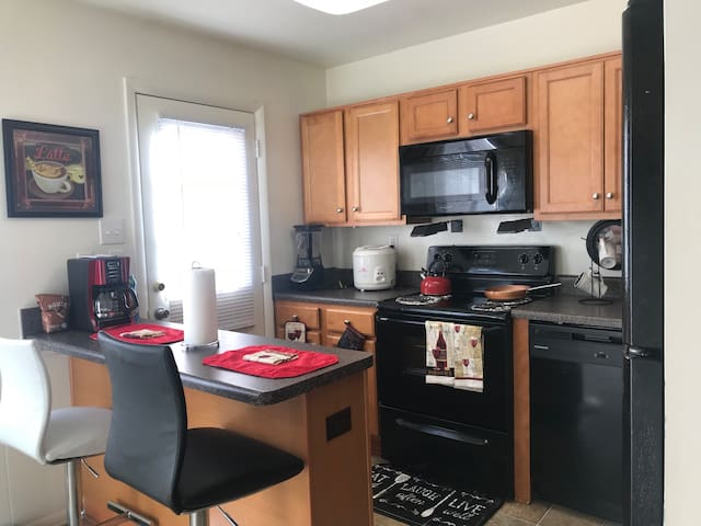 Comfortable 1 Bedroom with Washer & Dryer.