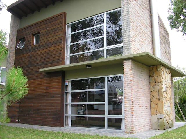 MODERNA Y COMODA CASA CERCA DEL MAR - PIRIAPOLIS - Piriápolis - House