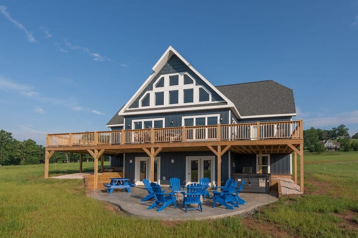 NEW! Golf Area Home w/Lake Access, Hot Tub, & Fire Pit!
