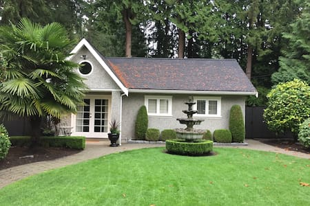 Private, lux, cottage space with high ceilings! - North Vancouver - Casa