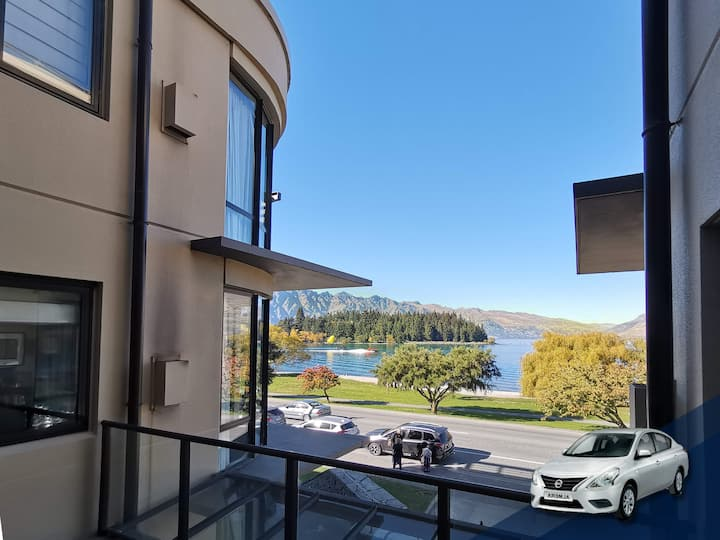 Modern Spacious Town Center Unit with Lake View