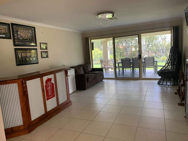 Our bar room has a bar fridge for those beverages, a flat screen tv, all while you admire those water views. Or keep an eye on those fishing rods or yabbie pots, off the pontoon.