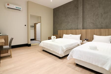 A queen size and a single size beds are available in the room, perfect for family who'd like to explore Melaka that is full of historical attractions.