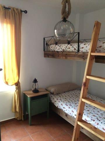 Dormitorio 3 con litera de 2 camas.