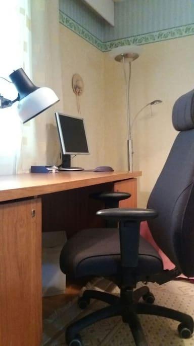 Kirjoituspöytä/desk