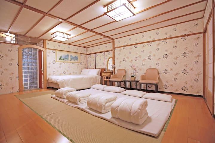 六人日式團體房\白硫磺溫泉原湯24小時供應!
