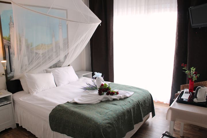 Clean,Friendly, Centrally Located, w. Castle View. - Selçuk - Aamiaismajoitus