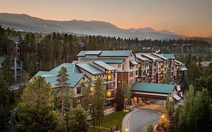 Luxury Condo at Valdoro Mountain Lodge 9/5-9/12