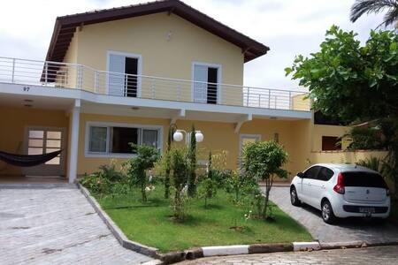 Casa em condomínio fechado Bertioga
