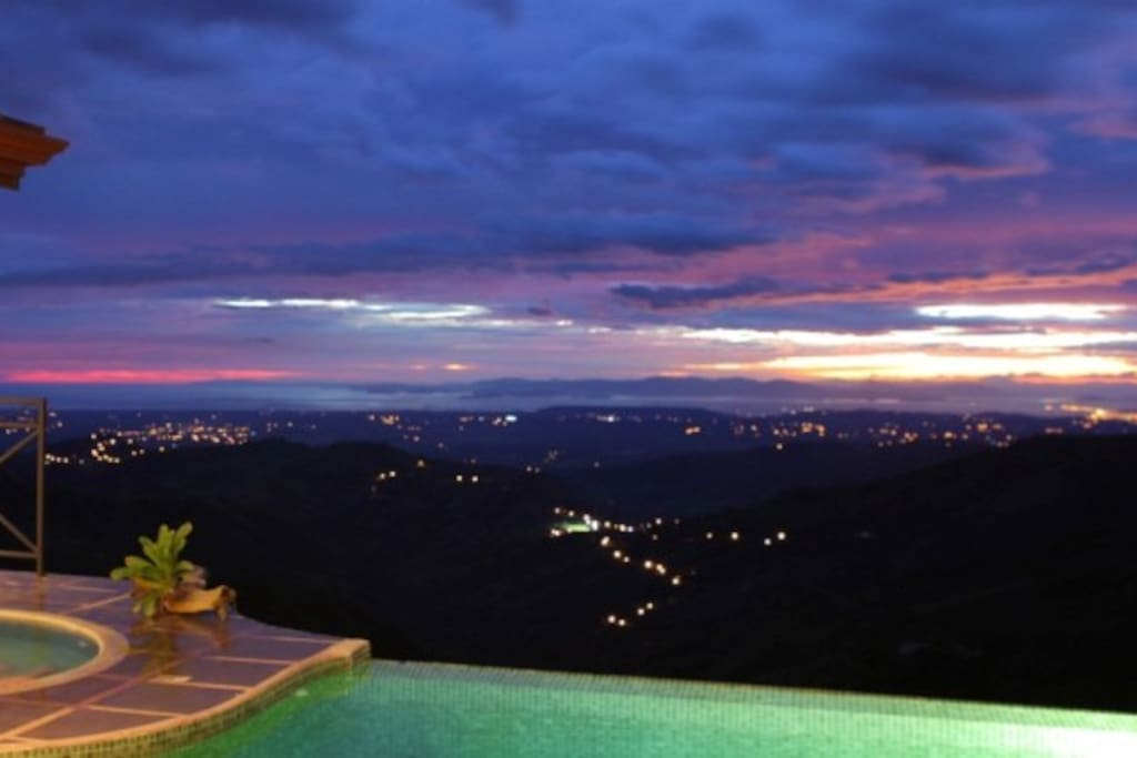 Stunning views day and night, the Pacific and Gulf of Nicoya in the distance...