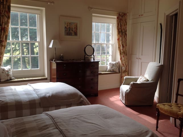 South bedroom, - Brecon - Maison
