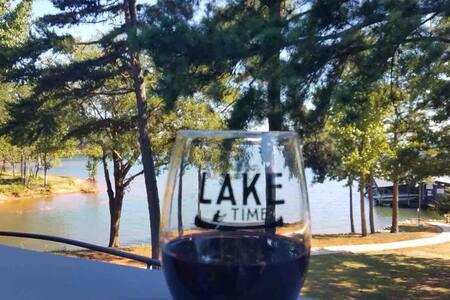 Lake Hartwell Luxury 2BR 2BA Condo, Clemson Games!