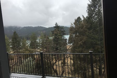Gated Foy's Lake  Guesthouse, on 81/2 acres.,