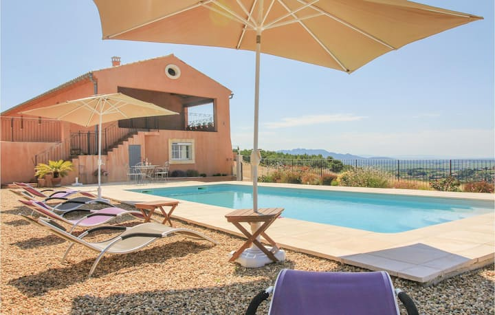 Nice home in Cairanne with WiFi and 5 Bedrooms