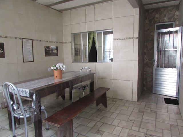 GUARAPARI- ENTIRE HOUSE F 10 - BBQ area