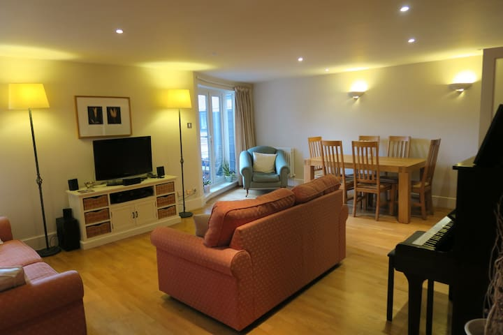 Spacious flat with superb riverside location - Kingston upon Thames - Wohnung