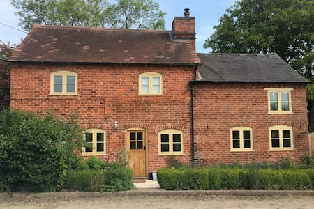 New Listing! Hedgerow Cottage. Open from 4th July!